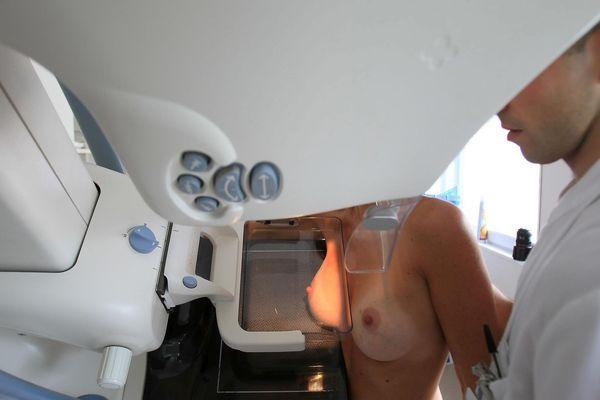 Le cancer du sein, c'est en France 58 000 nouveaux cas par an (illustration).