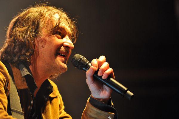 Le chanteur Cali est la tête d'affiche du concert d'ouverture d'Estivada, ce jeudi, à Rodez (Aveyron).
