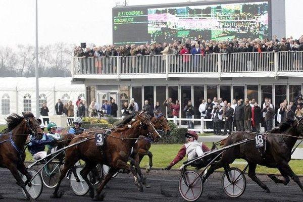 Le 29 janvier 2012, Roxane Griff (au centre), la jument originaire de l'Yonne, avait terminé à la 2e place du Grand Prix d'Amerique