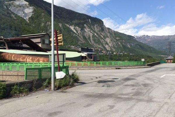 Le carrefour qui pose problème près de l'usine Ferroperm sur la route des Karellis