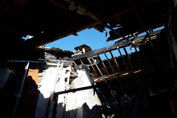 Le feu a ravagé la toiture du bâtiment communal