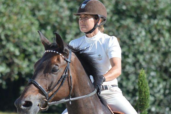 Amélie Queguiner, cavalière, alors en compétition.
