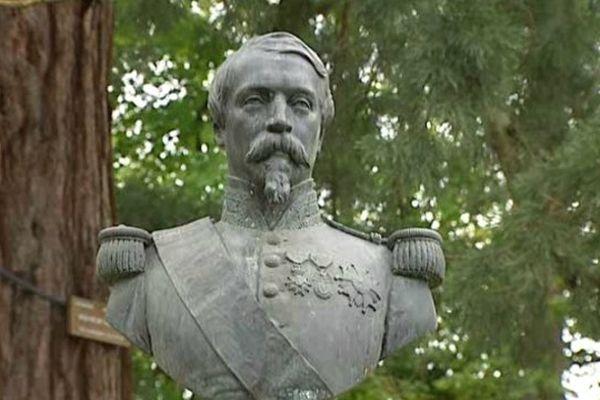 Le souverain du Second Empire Napoléon III a séjourné à Vichy entre 1861 et 1866. Une statue témoigne de son empreinte sur la ville dans le parc qu'il avait lui-même décidé d'aménager.