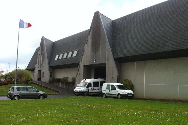 Un fourgon de police sortant de la maison d'arrêt de Brest ce 8/04/2014