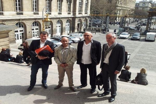 Cour de révision de Paris - Azzimani et El-Jabri avec leurs avocats Jean-Marc Darrigade et Luc Abratkiewicz - 17 avril 2013.