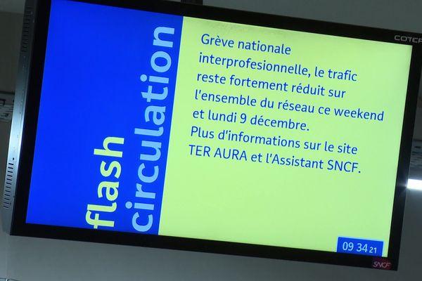 Grève contre la réforme des retraites : la gare Lyon Part-Dieu désertée ce lundi matin, 9 décembre... très peu de trains circulent.