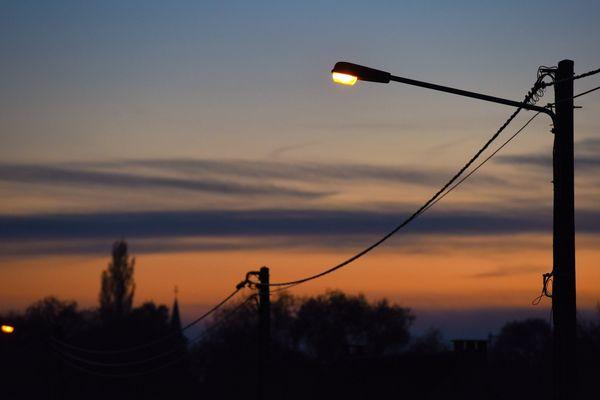 Les rues de la ville de Ham, dans la Somme, ne sont plus éclairées depuis le 10 avril 2020.