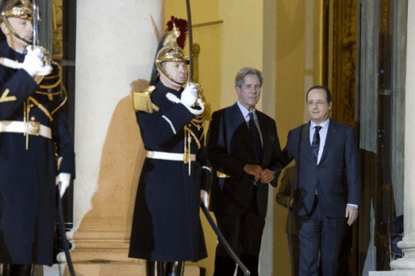 06/01/14 - Jean-Louis Debré, président du Conseil constitutionnel à la sortie de l'Elysée accompagné par François Hollande