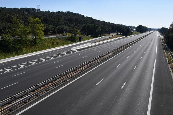 Des restrictions supplémentaires aux mesures de confinement viennent d'être décidées par le préfet de l'Ardèche pour les week-ends du 1er mai et du 8 mai. Sauf exception, il sera interdit de sortir accompagné pour faire ses courses ou une promenade.