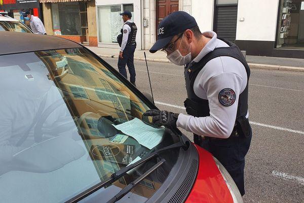 Des contrôles des attestations dérogatoires de déplacement ont été menés ce vendredi 1er à Nice.