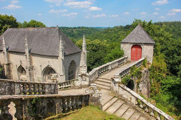 Ça, c'est Le Faouët dans le Morbihan. La star des 'Le Faouët', le plus célèbre avec sa chapelle Sainte-Barbe. Là où le courrier du Faouët des Côtes d'Armor arrive régulièrement !