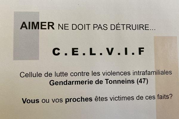 """""""Aimer ne doit pas détruire"""", slogan de l'affiche de la cellule de lutte contre la violence intra-familiales de la brigade de gendarmerie de Tonneins."""