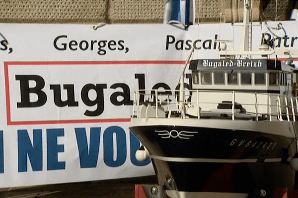 Une maquette du chalutier breton amené par les parties civiles à l'audience