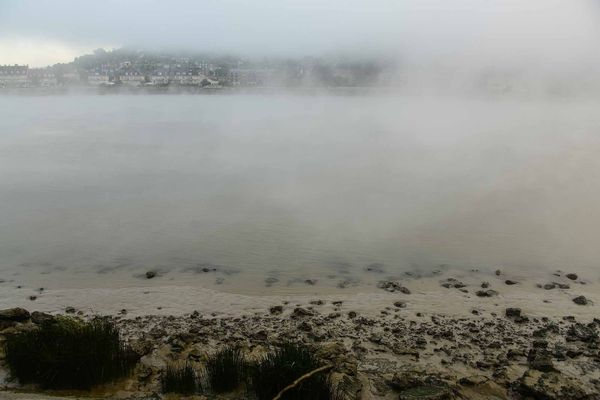 Aux abords de la Seine, la brume pourra persister tardivement dans la matinée de ce mardi.