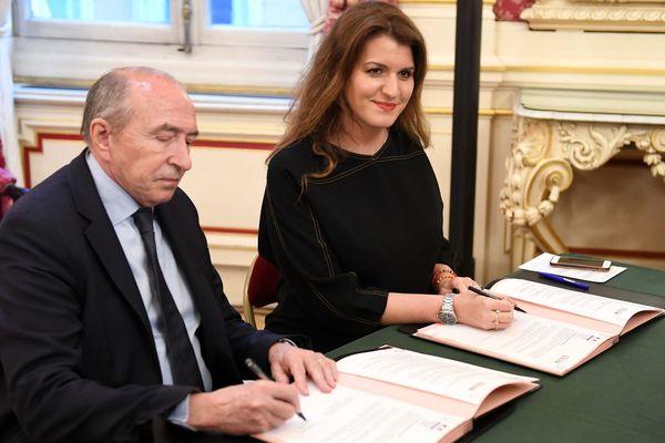 Marlène Schiappa a signé une convention d'action contre violence conjugale avec Gérard Collomb, maire de lyon, ce lundi 3 février.