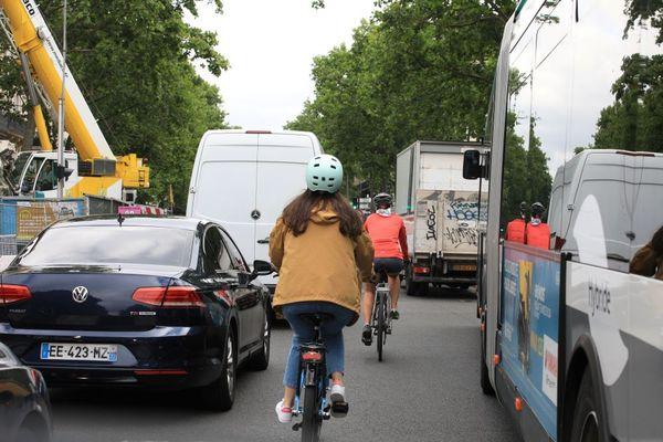 Circuler à vélo dans Paris est dangeureux.