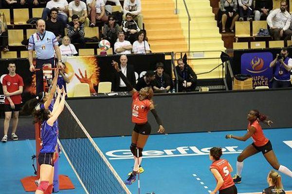 Les Panthères du Volley Club de Chamalières ont remporté la Coupe de France sur le score de 3 sets à 1 face aux Nordistes de Marcq-en-Barœul.