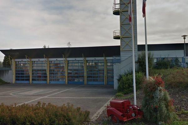 La caserne des pompiers de Schweighouse-sur-Moder est située dans la même rue que le lieu de l'incendie.