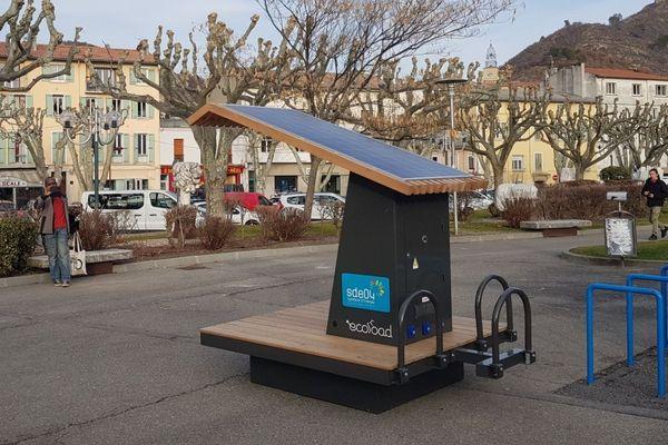 La station fonctionne grâce à l'énergie solaire
