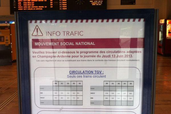 Affichage des perturbation du trafic en gare de Reims.