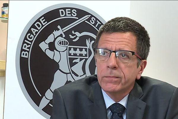 Christophe Descoms, chef de la brigade des stupéfiants, s'inquiète de l'arrivée massive de cocaïne en France, via la Guyane.