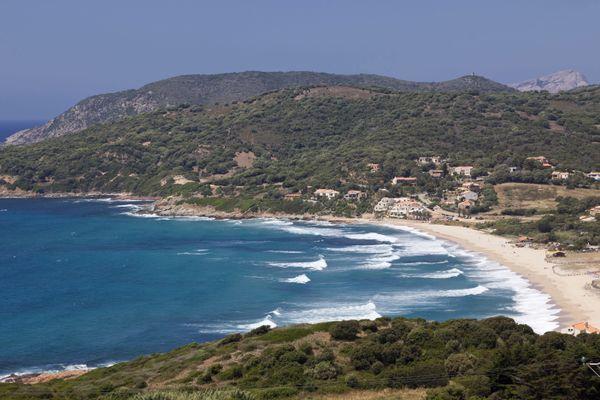 Après plusieurs mois de procédure avec la préfecture, deux gérants de paillote de la plage du Pero, à Cargèse, viennent d'obtenir leur autorisation d'occupation temporaire du domaine public.