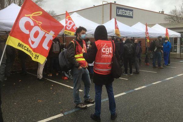 Rassemblement de salariés du groupe Latécoère inquiets pour leur avenir