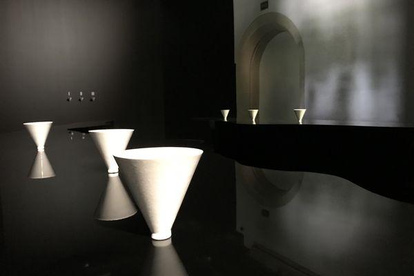 Ambiance mystique dans la salle de la Tour du Fer à Cheval où l'on découvrira les trois parfums.