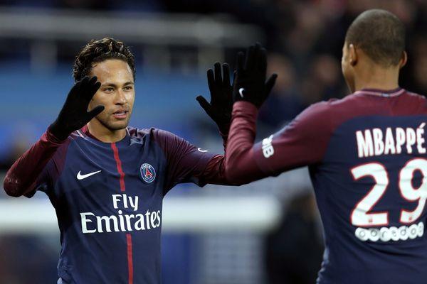 Neymar et Kylian Mbappé, lors du match PSG-Dijon, le 17 janvier 2018.