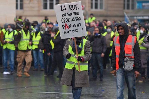 Manifestation des gilets jaunes à Bordeaux le 1er décembre