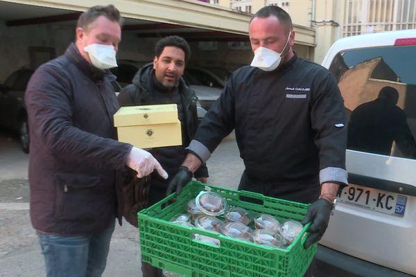 Chaque jour, un restaurateur de Thionville cuisine 50 plats chauds pour les soignants de l'hôpital Bel-Air, avec un dessert !
