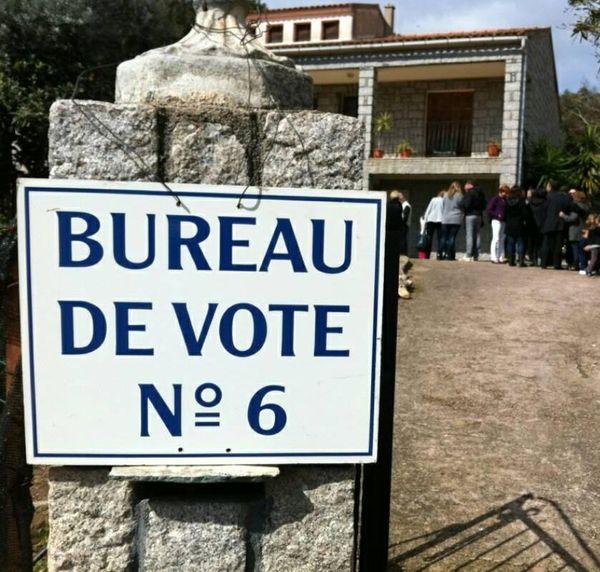 ILLUSTRATION/ Bureau de vote à Porto-Vecchio