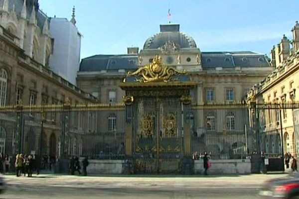 Le procès de 2 gendarmes gradés de la caserne de Joigny, soupçonnés d'harcèlement sexuel à l'encontre d'une subalterne, doit s'ouvrir le 15/10/2015 au Palais de Justice de Paris.