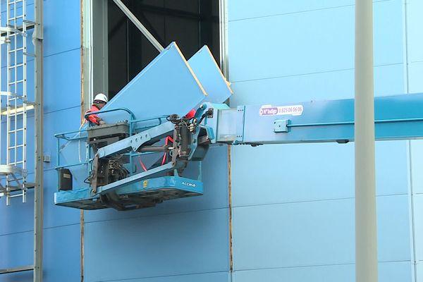 Les panneaux seront réutilisés pour un autre bâtiment.