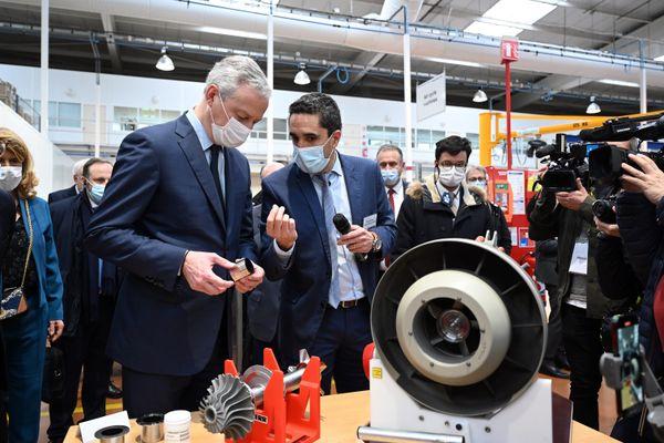 """En visite chez Liebherr-Aerospace à Toulouse, le 22 janvier 2021, le ministre de l'Economie Bruno Lemaire a promis que """"tout sera fait pour sauver la filière aéronautique""""."""