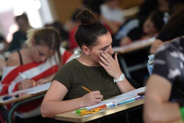 Seule filière enregistrant une hausse, le baccalauréat professionnel affiche de meilleurs résultats avec 83,1 % d'élèves admis.