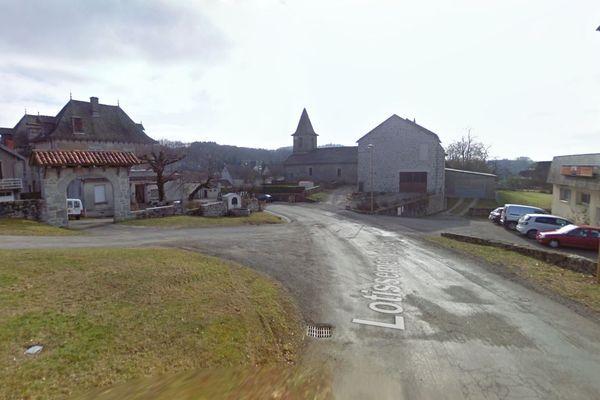 Le petit village de Parlan, dans le Cantal a trouvé la solution pour attirer de nouveaux habitants.