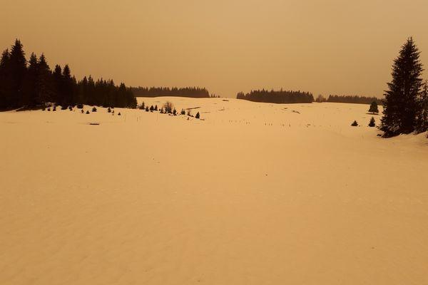 Quand la neige et le ciel du Haut-Doubs se parent des couleurs sahariennes.