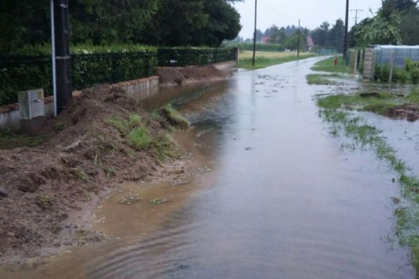 Route inondée - la digue tient bon