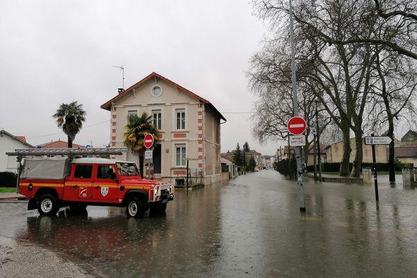 Toute la journée, les pompiers de Charente-Maritime interviennent pour venir en aide aux habitants.