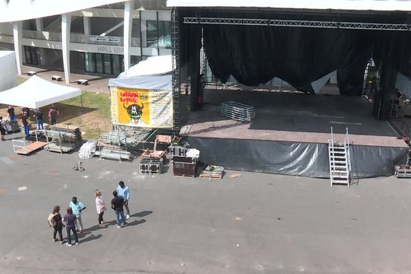 La scène a été installée sur l'esplanade du stade Beaublanc