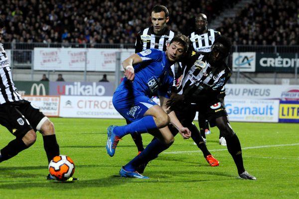 Niort bat Angers 2-1 et prend la 3ème place du classement de Ligue 2, 29ème journée