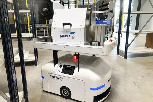 """Ce robot, conçu et fabriqué à Haguenau, se déplace tout seul pour vaporiser un """"nuage sec"""" de produit biocide désinfectant."""