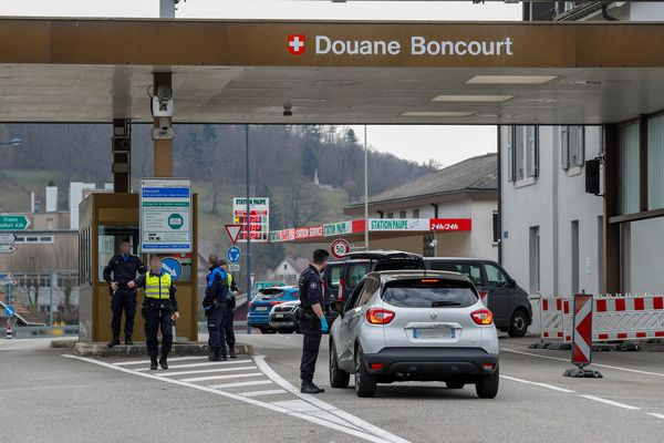 Pour beaucoup de commerces frontaliers avec la Suisse, l'absence de clientèle helvète peut représenter un gros manque à gagner en ce moment.