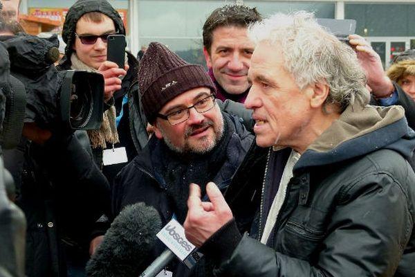 Abel Ferrara au milieu des journalistes surpris de sa présence
