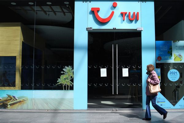 Une agence fermée du voyagiste TUI, ce 22 avril 2020 à Londres (RU).