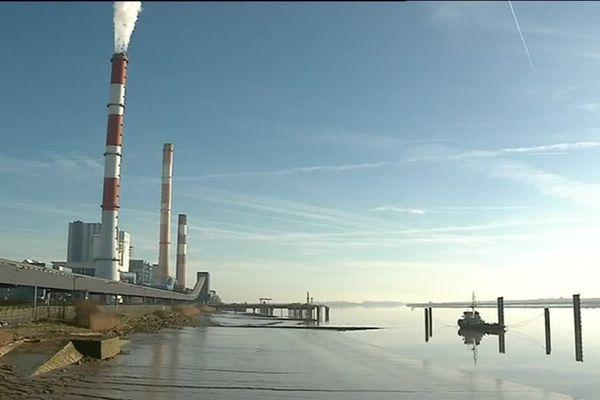 La centrale thermique EDF de Cordemais est dotée d'une puissance de 1 200 MW électriques, fin mars 2018, elle a cessé de produire au fuel, l'arrêt du charbon est prévu pour 2022