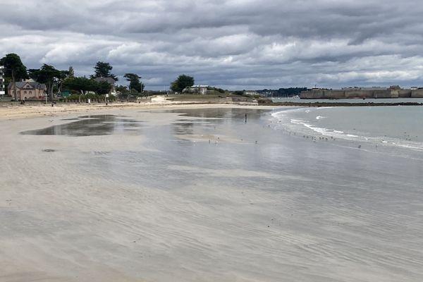 La plage de Toulhars est interdite d'accès à Larmor-Plage (Morbihan) depuis la fin de matinée ce lundi 24 août