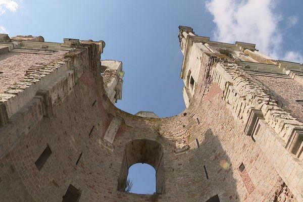 Les tours de l'Abbaye de Mont-Saint-Eloi sont classées monuments historiques.