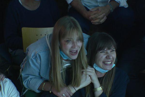 Anastasia Boucheron, la soeur d'Hugo et Marie Andry, la compagne de Matthieu Androdias, pendant la compétition.